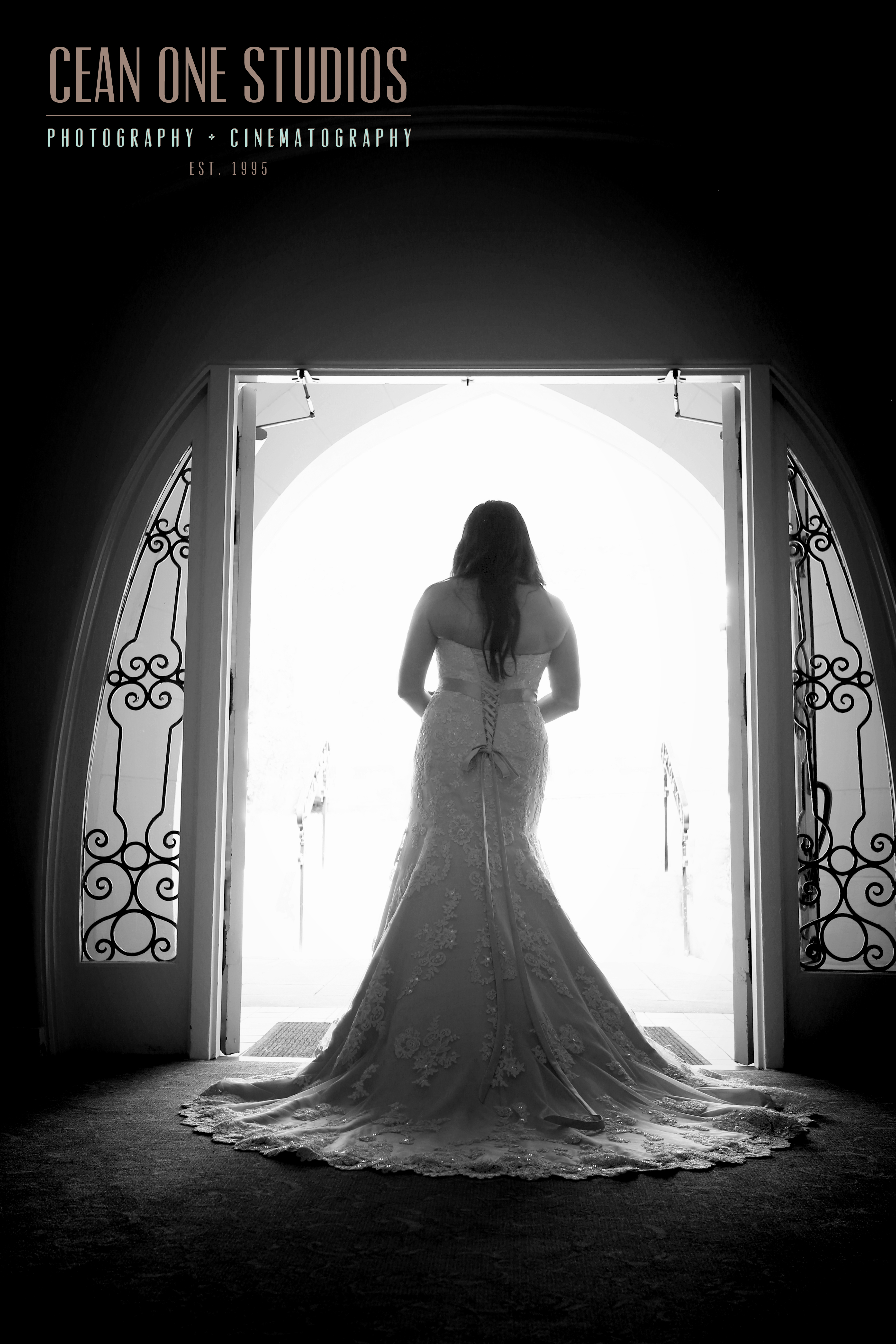 Bride in black and white | Cean One Studios | San Diego Wedding Photographer